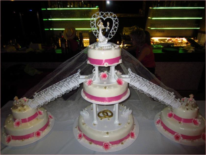Hochzeitstorte drei Etagen mit Treppen - Torten - diangel.com - Torten ...