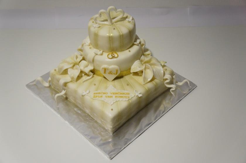 Hochzeitstorte in weiß-gold mit Ringe und Herzen - Torten - diangel ...
