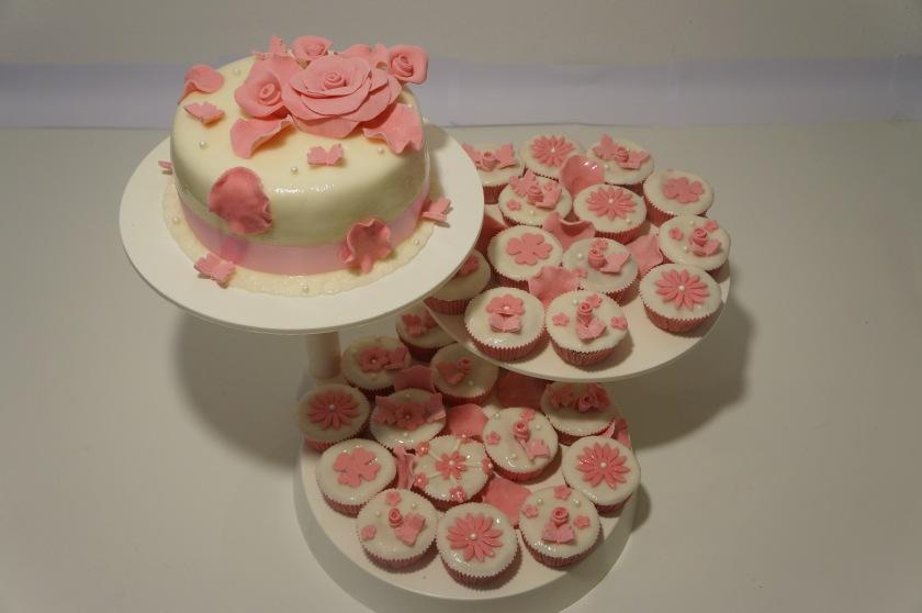 Torte mit Rosen und Muffins, Hochzeitstorte - Torten - diangel.com ...