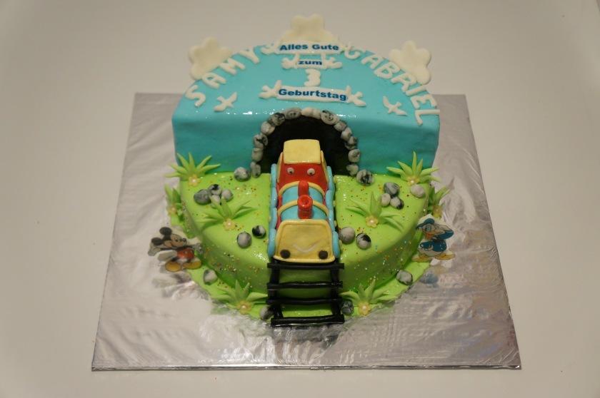Eisenbahn Torte (Zug) mit Mickey Mouse und Donald Duck - Torten ...