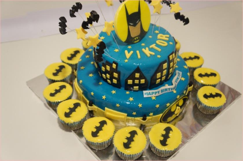 Batman Torte mit Sternen, Fledermäuse (Batman-Fledermaus) und Muffins ...
